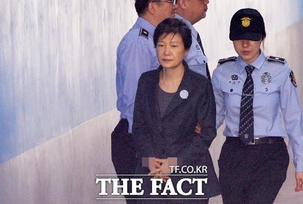 박근혜 '특활비·공천개입' 선고공판 생중계