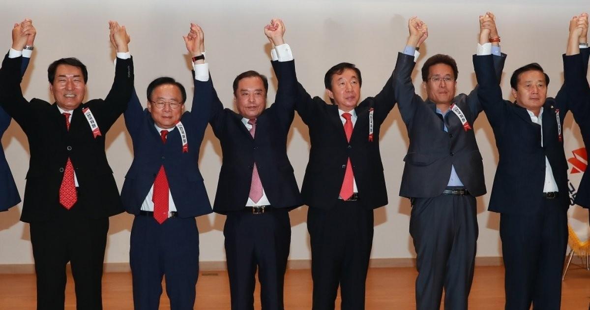 자유한국당, 김병준 혁신비대위원장 추인