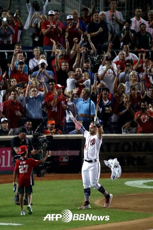 '5년전 준우승' 하퍼, 대역전극 홈런더비 우승