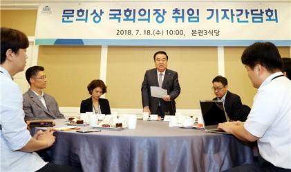 """문 의장·한국당 """"연내 개헌"""", 여 """"그럴 때 아냐"""""""