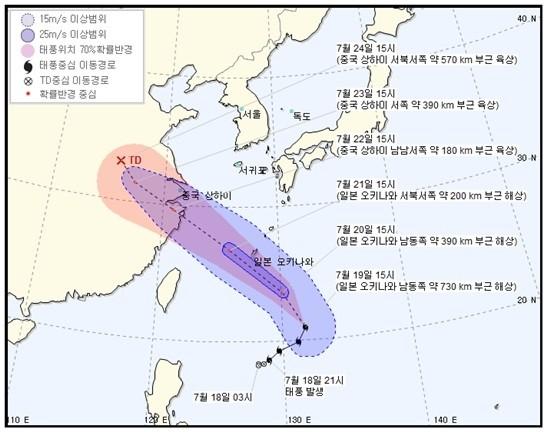 제 10호 태풍 '암필' 북상 중…'한반도 폭염 식힐까' 이동경로 관심↑