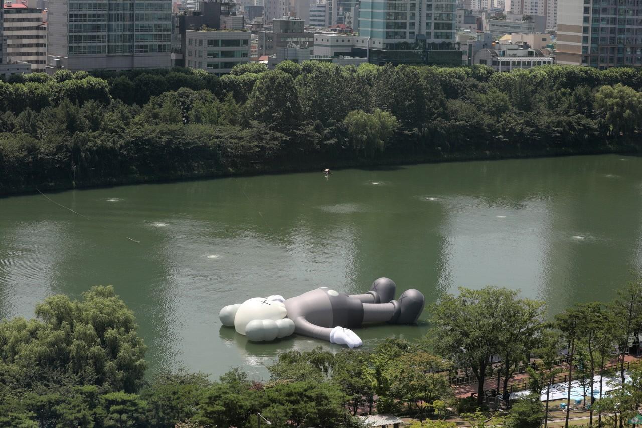 석촌호수에 떠있는 거대한 미키마우스···그 정체는