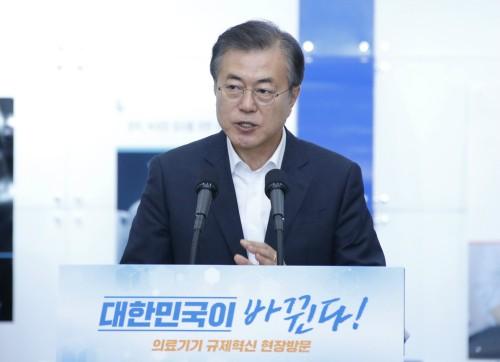 """지지율 61.7%로 급락… 전문가 """"文정부 평가 본격화"""""""