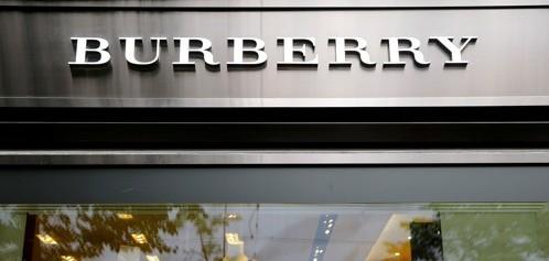 """버버리, 지난 5년간 팔리지 않은 제품 1300억 원어치 소각… """"브랜드 가치 위해"""""""