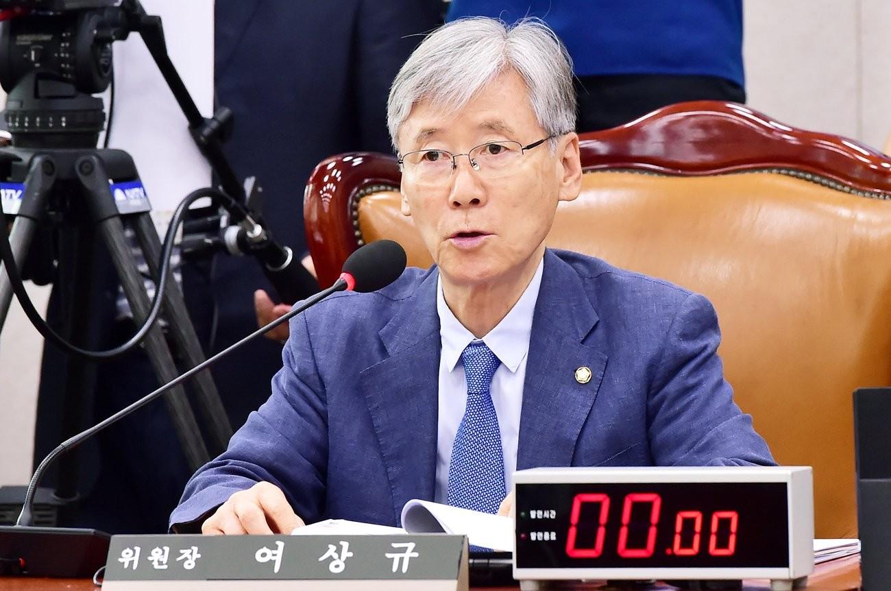 국회 법사위 회의 주재하는 여상규 위원장