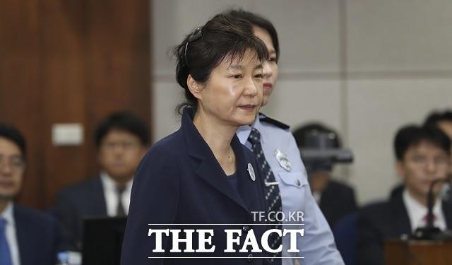 박근혜, '국정원 특활비·공천 개입' 징역 8년…총 형량 32년
