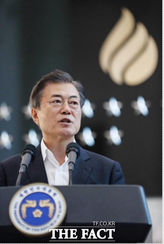 """국정원 찾은 文대통령의 약속…""""정치 오염 없을 것"""""""