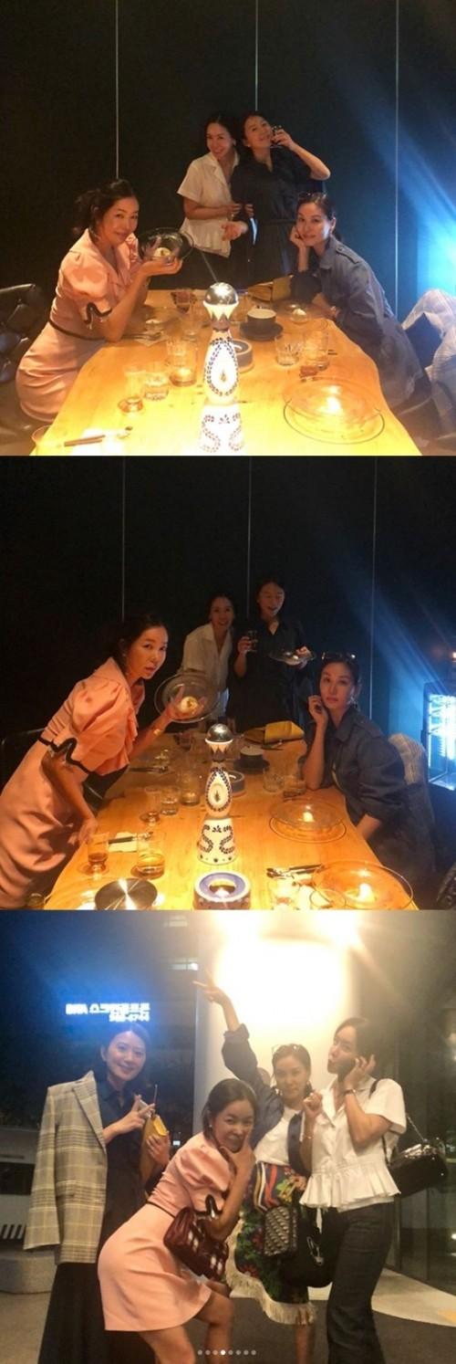 """이혜영, 고소영·김희애·김정은과 절친 인증샷 """"막역한 친구들"""""""
