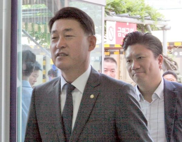 """한국당 황영철, 정치자금법 등 위반 혐의 """"21대 총선 불출마"""""""