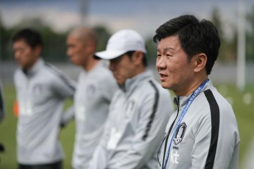대한축구협회 '신태용 감독과의 이별'… 피해선 안 된다