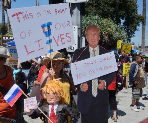 트럼프, 정보기관과 대립 격화