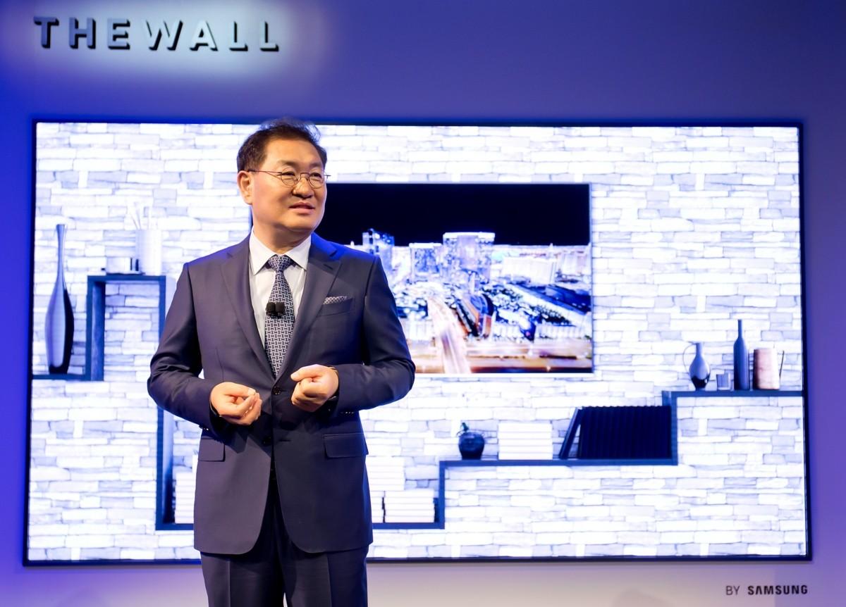 """한종희 사장 """"하반기 삼성 QLED vs LG OLED 싸움 기대"""""""