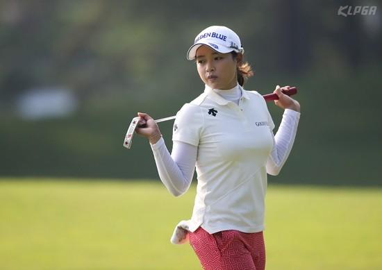 문영 챔피언십, 그린을 살피는 김혜선2