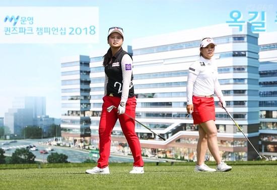 문영 챔피언십, 파3에서 코스를 바라보는 이소영과 최혜진