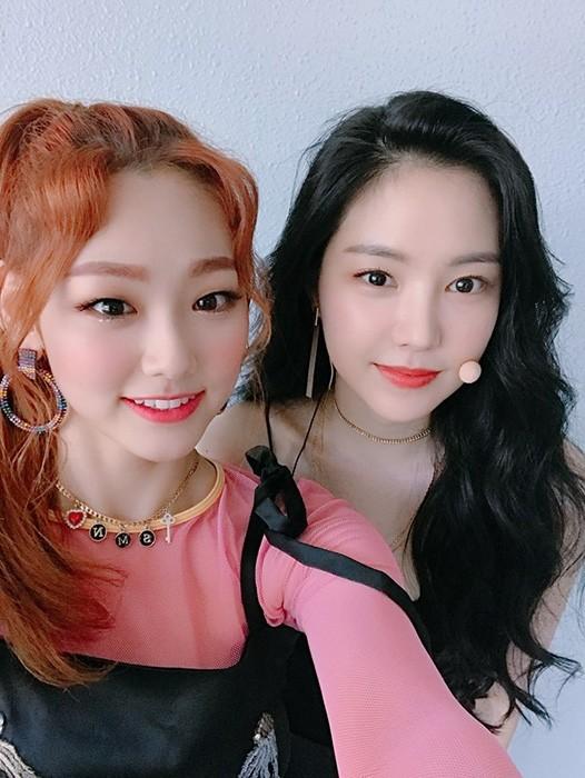 구구단 미나, 에이핑크 손나은과 대기실 셀카 화제…'예쁨X예쁨' 대기실 밝히는 미모돌