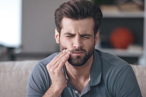 치아에 독 되는 뜻밖의 행동 8가지