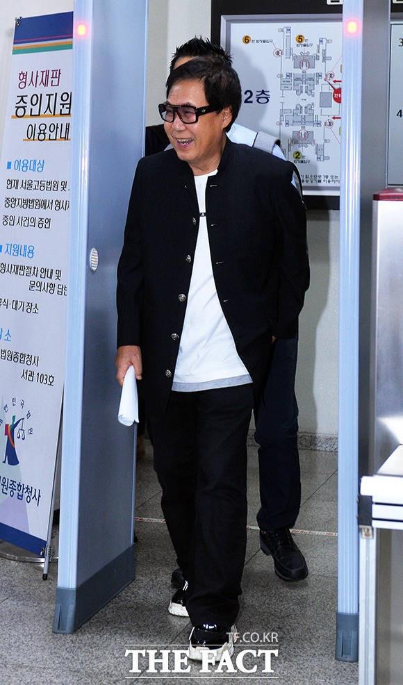 조영남, '무죄 선고로 되찾은 미소'