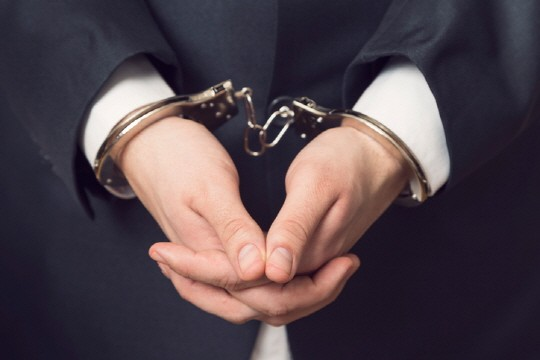 진료 중 성범죄 의사, 고작 자격 정지 1년?