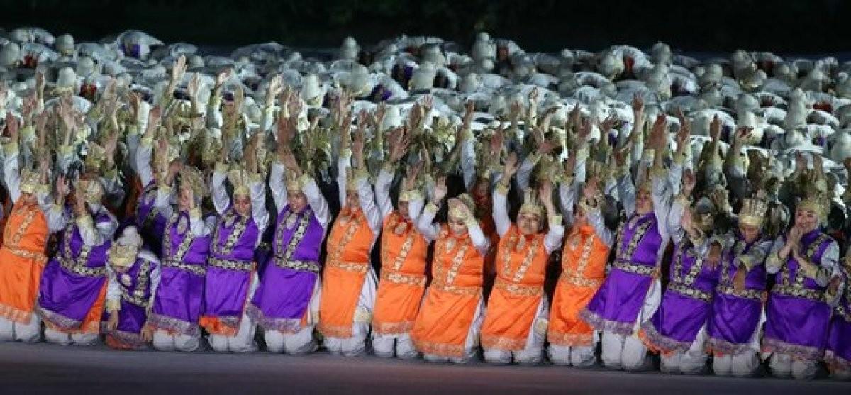 이낙연-리용남 '맞손'…한반도기 든 남북선수단 15번째 입장