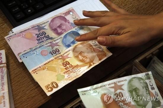 '리라화 폭락' 터키 신용등급 한 단계 '하향조정'…경제불안 지속되나