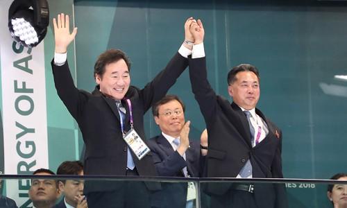 '코리아' 공동입장에 이낙연·리룡남 손 맞잡고 환대