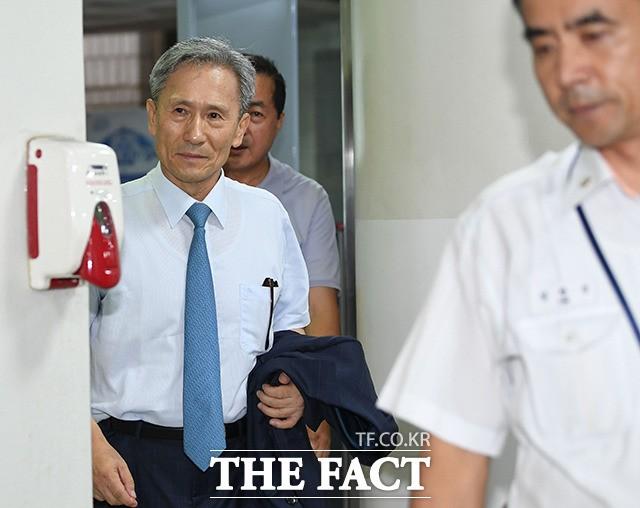 '군 댓글 공작 관여' 김관진 첫 공판 출석