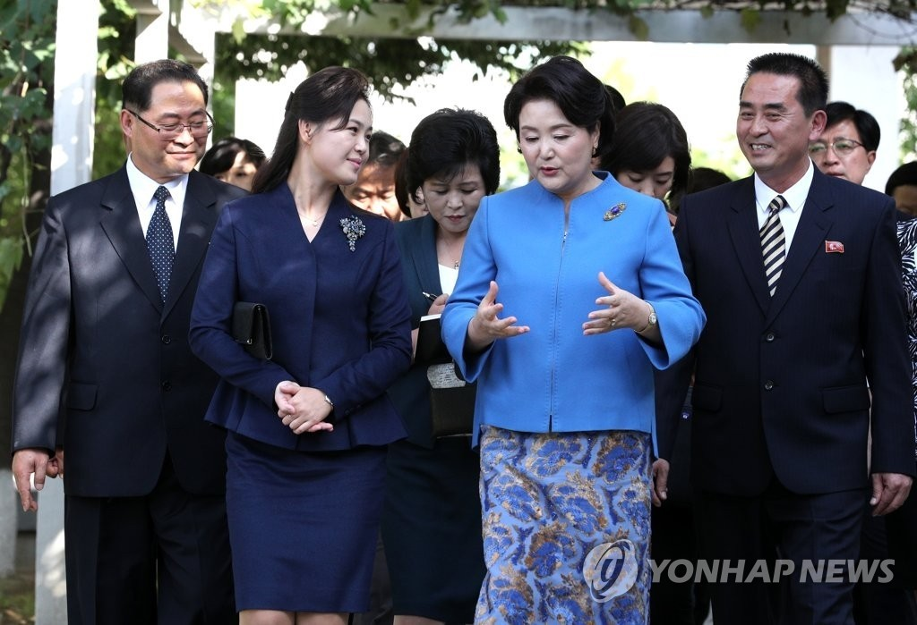 김정숙-리설주, 퍼스트레이디들의 다정한 모습