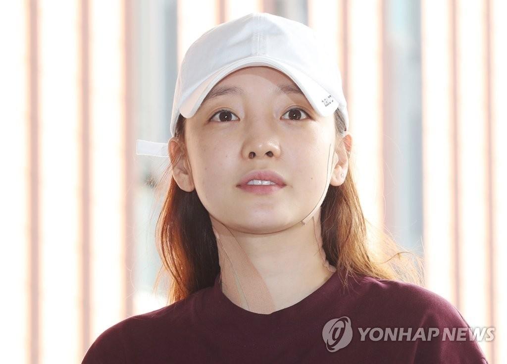 '남친 폭행' 논란 구하라, 경찰 조사 후 귀가…해맑은 모습?