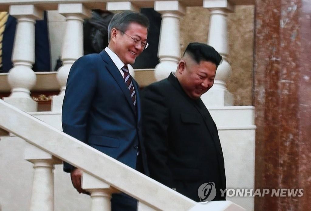 """화기애애한 남북 정상의 만남…겸손해진 김정은 """"文대통령 덕분"""""""