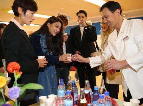 북한 오미자 맛보는 에일리·지코·알리 등 특별수행단