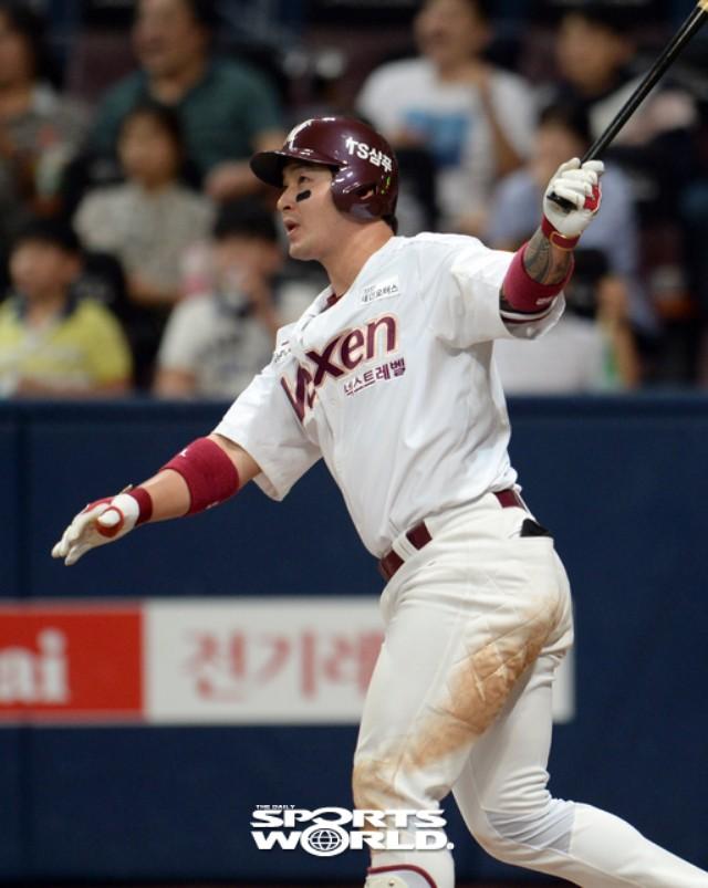 넥센 박병호, 7회말 3점 홈런 7-7 동점