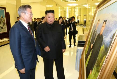 남북정상회담 양측 선물은 대동여지도와 두 정상 담은 유화