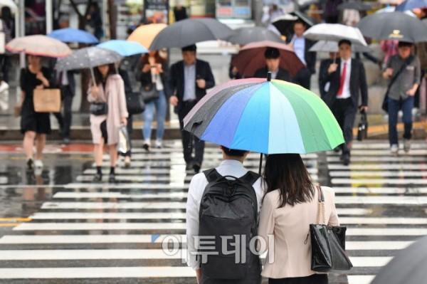 """오늘 날씨, 전국에 비·서늘한 가을 날씨…'서울 낮 최고 기온 22도' """"미세먼지 좋음"""""""