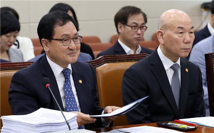 """유영민 장관 """"이통사와 연내 동글형태로 5G 상용화 협의중"""""""