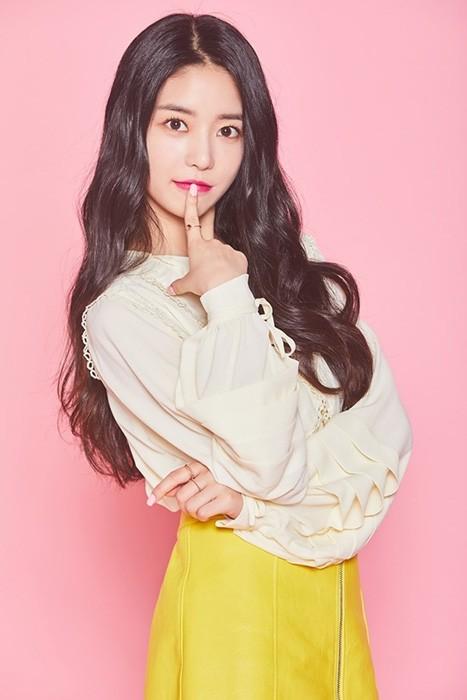 '신흥 뷰티 유망주' 보너스베이비 문희, '팔로우미10' 비주얼甲 새내기 MC 출격