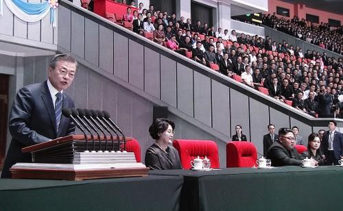 """文 """"金 위원장과 새 조국 만들 것""""…평양시민들 10여차례 박수"""