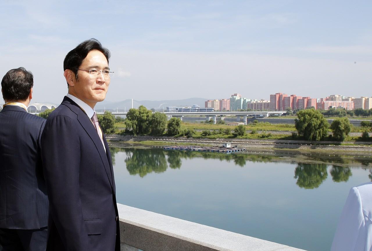 """청와대 """"이재용 삼성전자 부회장 방북, 우리가 요청해 이뤄졌다"""""""