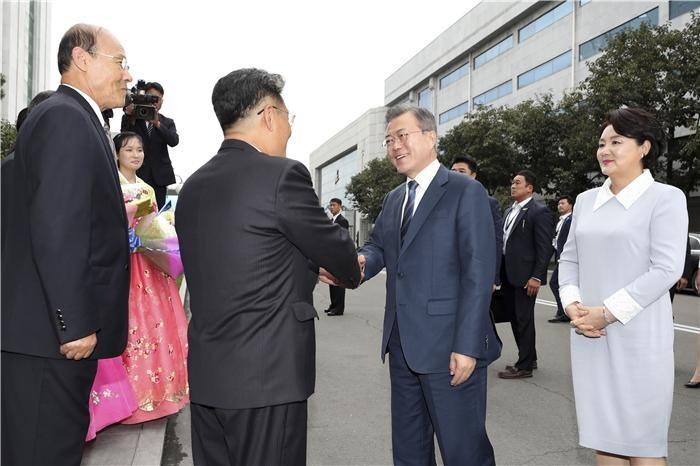 (평양 정상회담)문 대통령, 김정은과 평양 대동강수산물식당서 만찬
