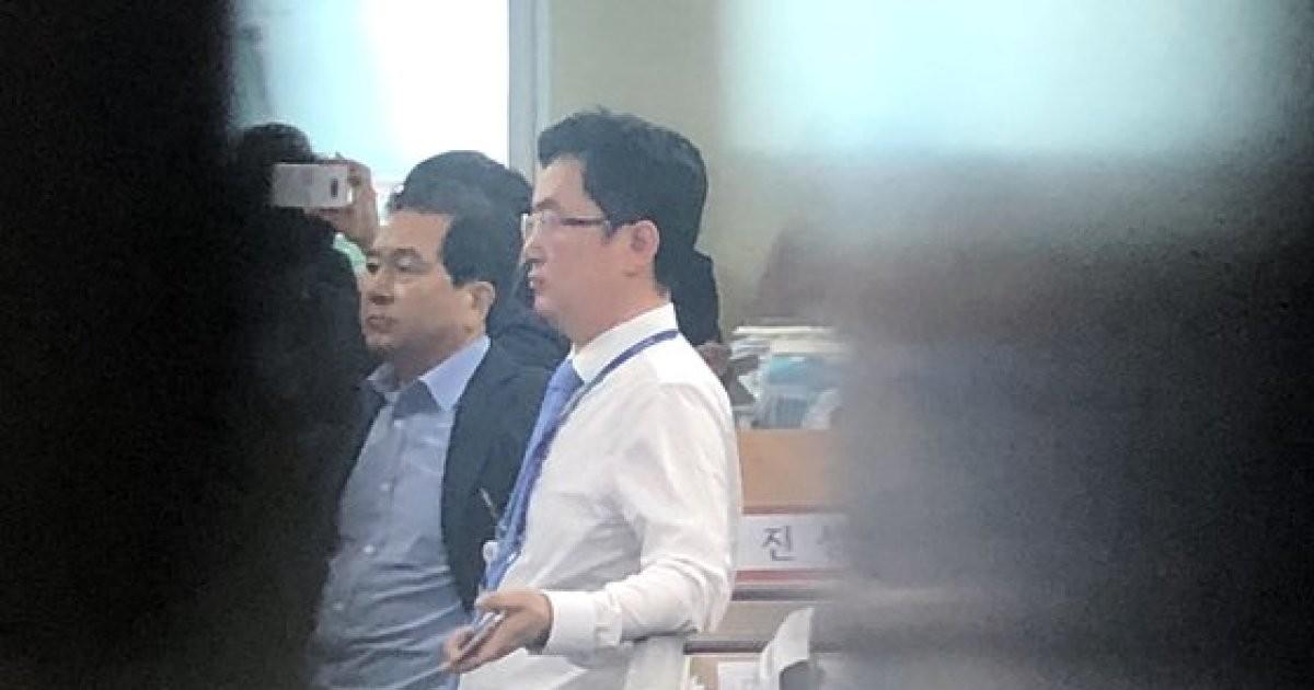 """檢 심재철 의원실 압수수색…한국당 """"야당 탄압"""" 대치"""