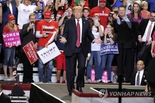 """트럼프, 중국 보복관세 시 """"훨씬 더 많은 총알이 있다"""""""