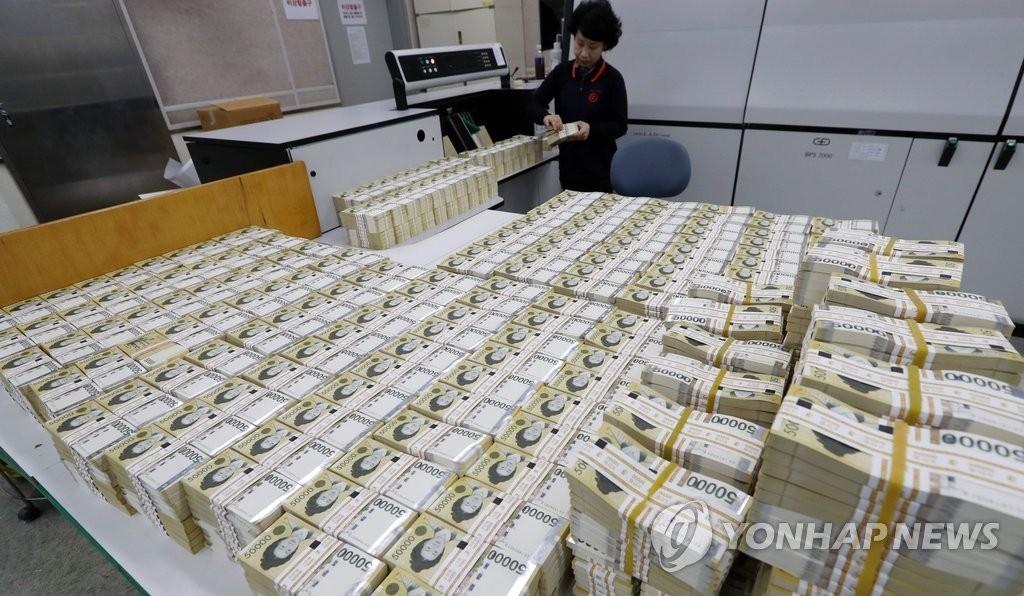 젊은층 주식.펀드 투자액..남성 402만원, 여성은 136만원