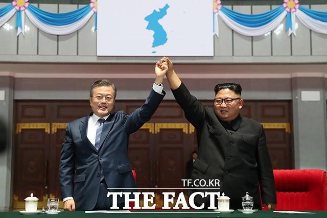 '다시 본 남북정상회담' 문재인-김정은의 '달달한 브로맨스'