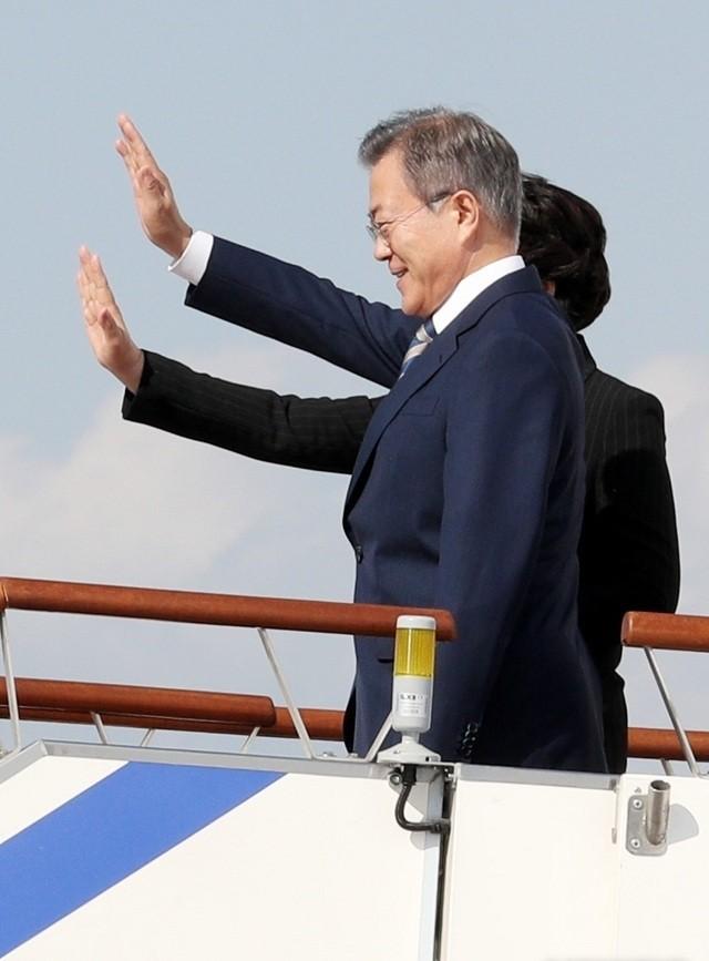 문재인 대통령, 뉴욕으로 출발···한미정상회담·유엔총회 연설