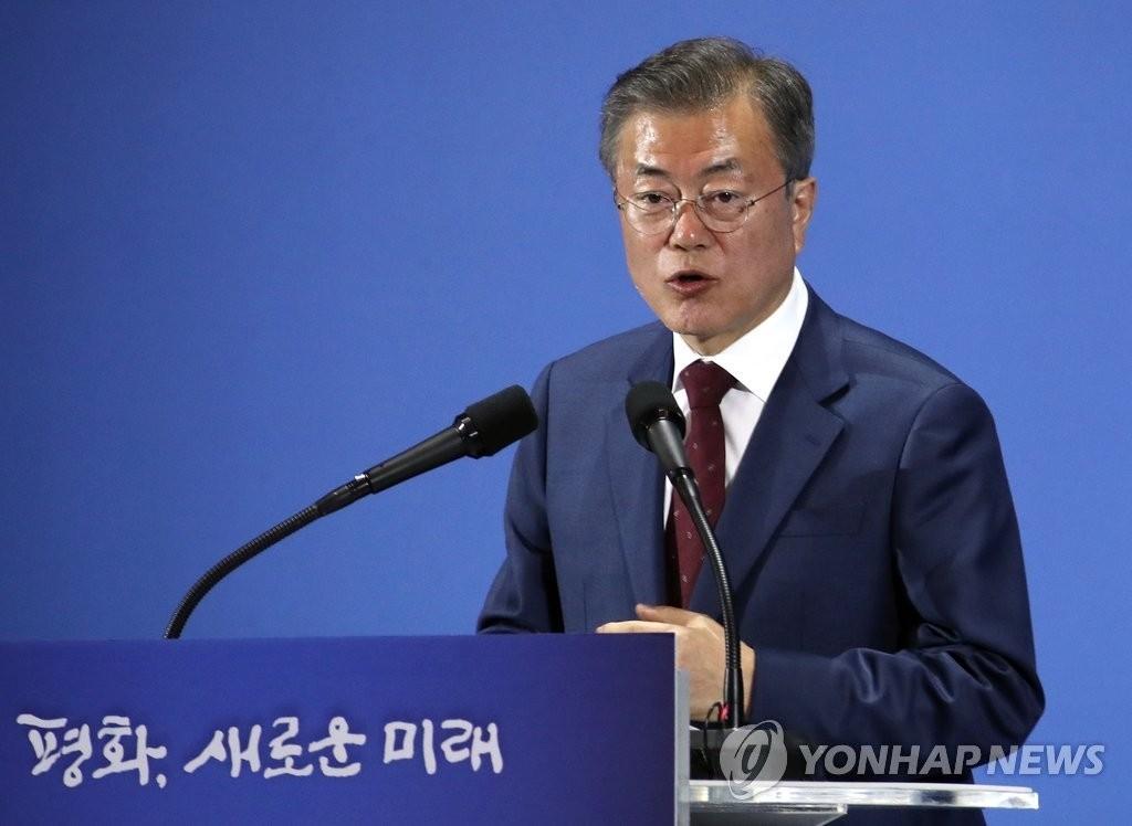 문대통령 지지도 6주 하락 후 급반등..한국당, 10%대로 내려