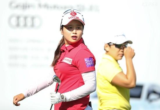 박세리 인비테이셔널, 타구 방향을 살피고 있는 최혜진