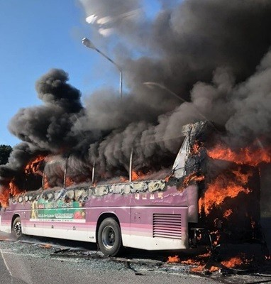 귀경길 고속도로서 고속버스 화재