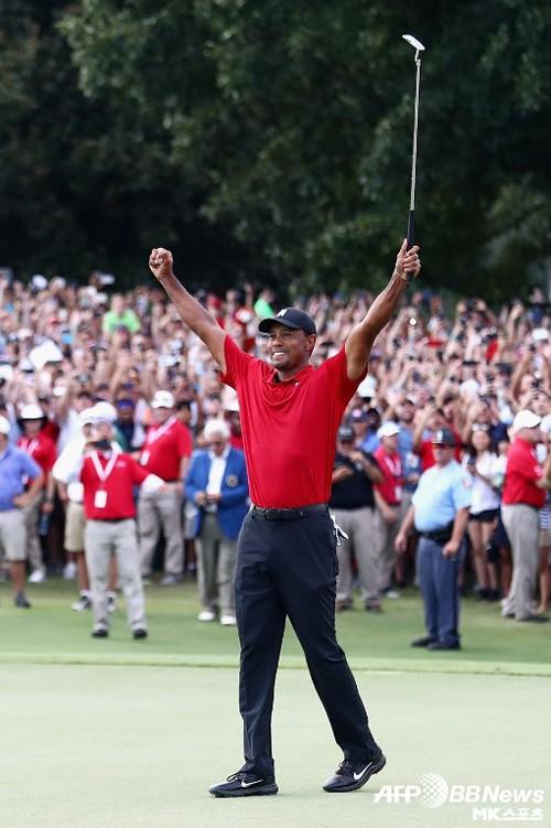 '골프황제' 타이거우즈, 5년 만에 우승…PGA 통산 80승