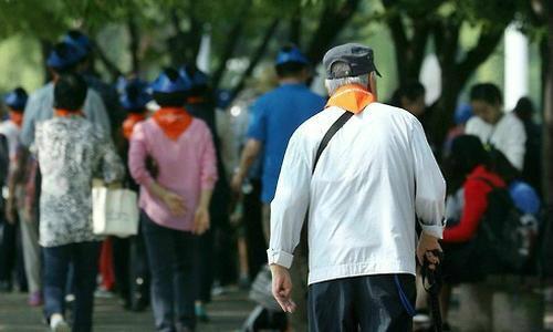 '고독한 노인'들, 'VR'로 가상의 친구 만난다