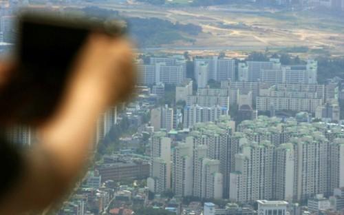 """""""저소득층도 빚내서 집샀다""""… 담보대출 16%가 부동산 투자"""