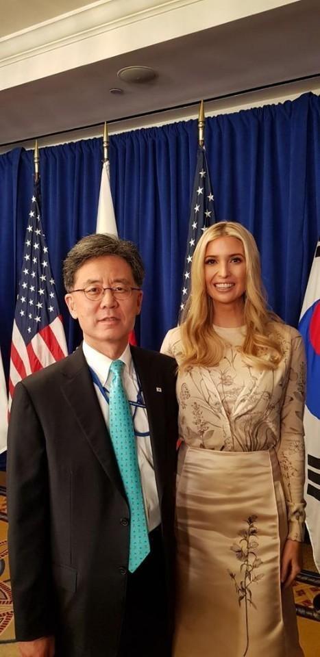 [헤럴드포토]김현종 통상교섭본부장ㆍ이방카 美 보좌관 기념촬영